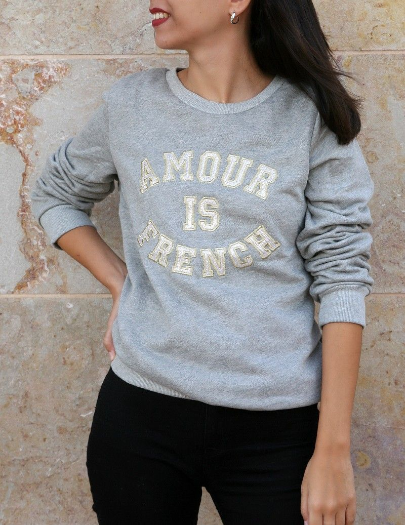 Camisola sweat amour is french