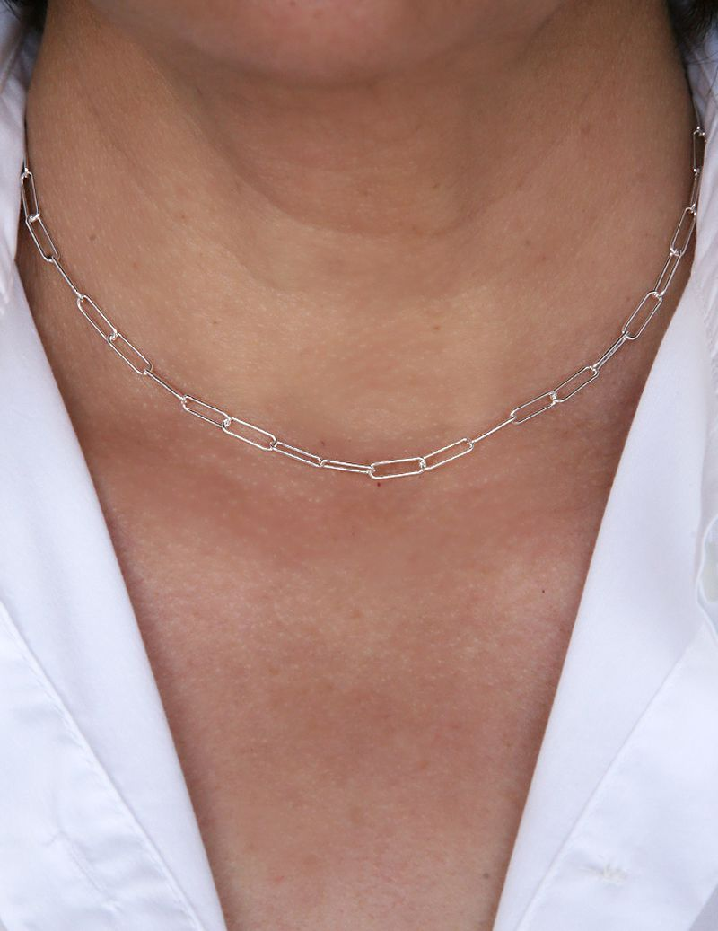 Chain necklace with links